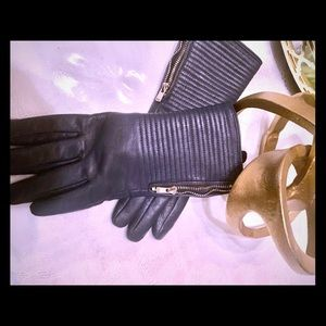 Accessories - Gorgeous blue genuine leather gloves med